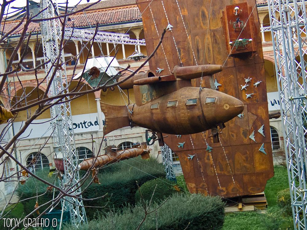 Li Yuming (Hanyang, Wuhan, Provincia di Hubei, Cina, 1941) Crepusculo N° 1 anno 2004. Metallo, vetro, materiali di riciclo 260 x 162 x 480 cm Cai Guo-Qiang Collection.