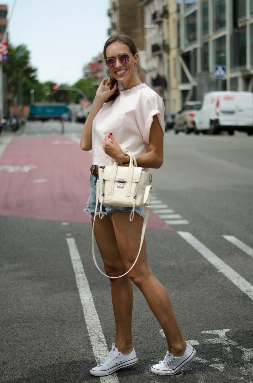 pink-top-denim-shorts-summer-outfit