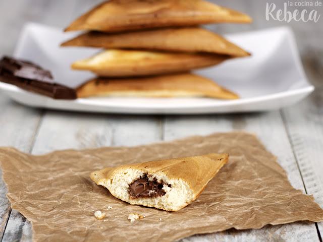 Bizcosándwich relleno de chocolate (o bizcocho en sandwichera)