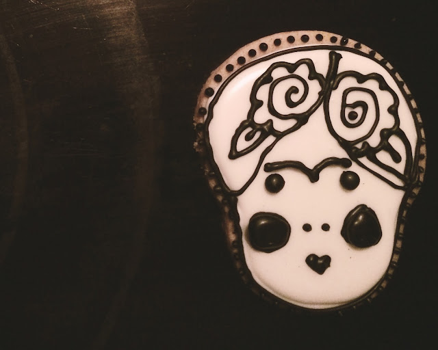 frida kahlo sugar cookie royal icing