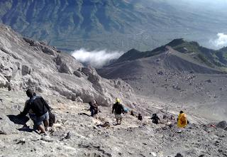 Jalur Pendakian Gunung Merapi - Menuju Puncak Merapi
