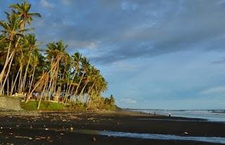 http://www.teluklove.com/2017/01/pesona-keindahan-wisata-pantai-pasut.html