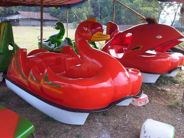 Sepeda air fiberglass model angsa
