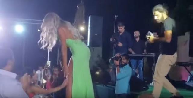 فتاة تتحرش بالفنانة مايا دياب على المسرح.. فيديو