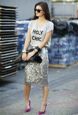 Tee shirt pencil skirt and pumps