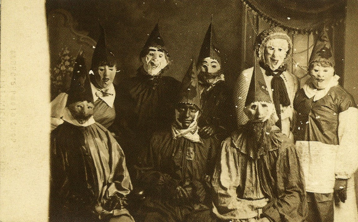 22 haunting vintage halloween photographs before the 1950s for Histoire macabre