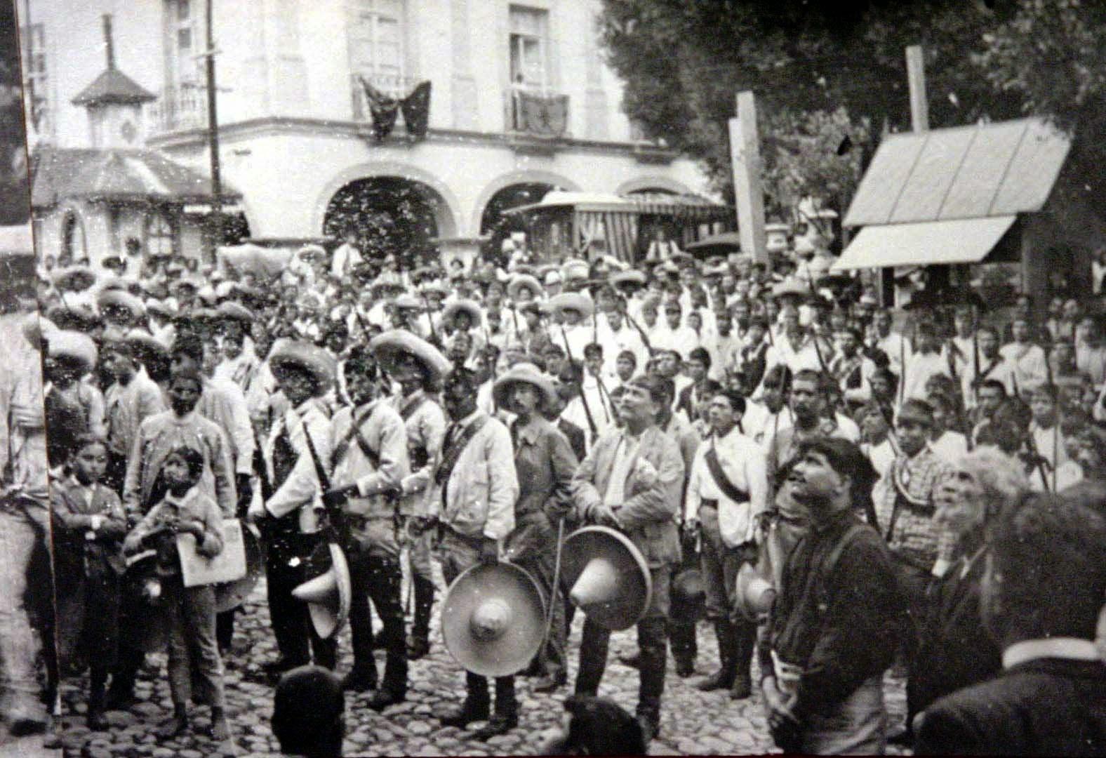 En base a la lectura del Capitulo 2 ´Las rebeliones rurales en México a  partir de 1810¨ de el libro ¨Nuevos Ensayos Mexicanos¨ Autor Fredrich Katz  ...