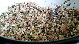 Разядка с препечени трохи, варени яйца и зелени подправки