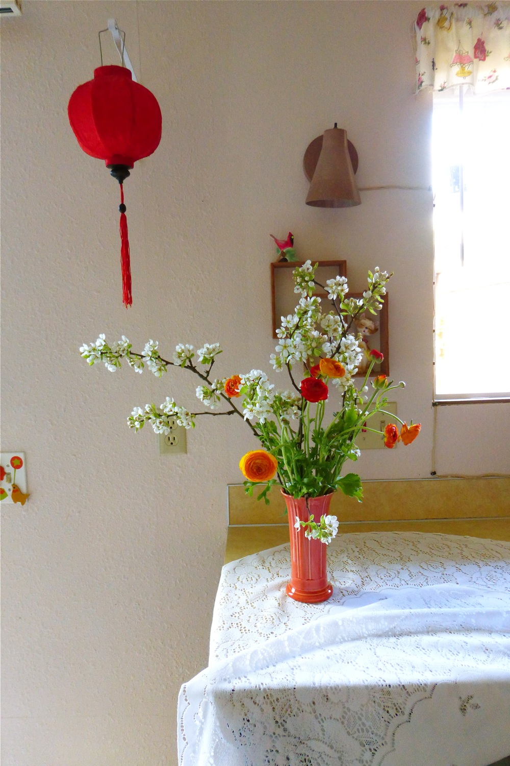 Spring floral arrangement, spring florals, pear blossoms, ranunculus, styling, Oriental lantern, red Oriental lantern, made in Japan, Japanese salt or pepper shaker, Japanese jazz cat, Japanese jazz kitty, vintage made in Japan, vintage Japanese ceramics, vintage Japanese wooden wall shelf