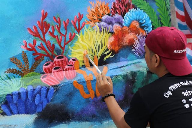 Họa sĩ gửi gắm tình yêu biển đảo, khuyến khích người dân tích cực tham gia bảo vệ môi trường biển.