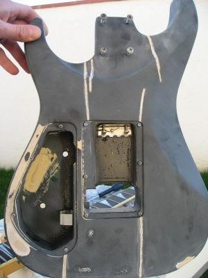 fabriquer sa guitare lectrique 4 la d coration vernis ou peinture. Black Bedroom Furniture Sets. Home Design Ideas