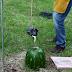 Veja o que acontece quando se joga alumínio derretido dentro de uma melancia