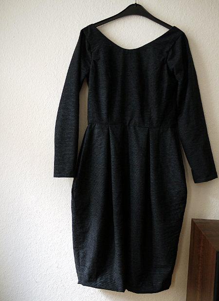 8450f1235d ... es das Knip-Kleid 17 mit den gewickelten Bändern, das schräg  geschnittene Wasserfallkleid aus Burda 10/2012, davor das  Jersey-Knotenkleid Onion 2022, ...