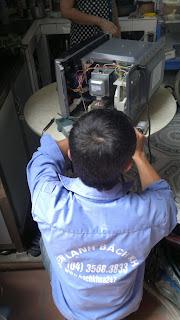 Sửa lò vi sóng đánh lửa