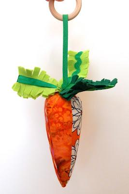 текстильная морковь-погремушка