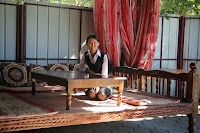 Kyrgyzstan, Bishkek, Chuy Prospekt, Naïza chaikhana, topchan, © L. Gigout, 2012