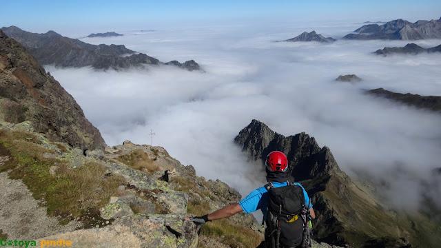 Mar de nubes en la ruta del Midi d'Ossau.