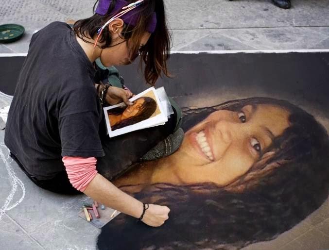 montagem com foto na calçada