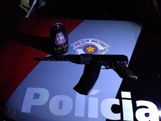 Polícia Militar prende homem com réplica de fuzil em Sete Barras