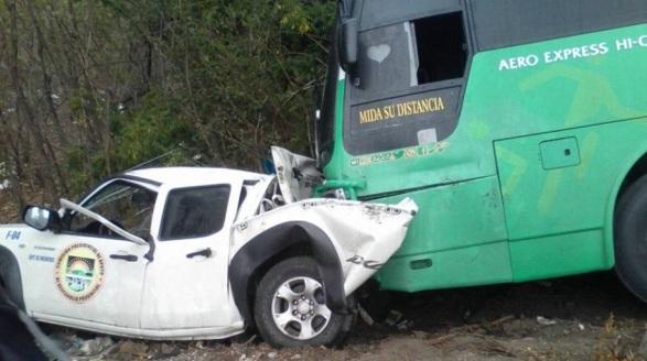 Accidente deja 2 heridos Camioneta Comisión Presidencial, colisión guagua Elías Piña