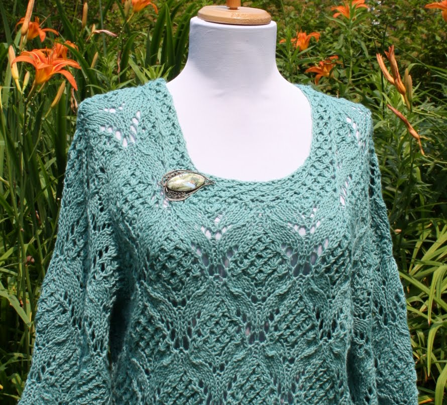 91c5481372f8b The pattern is from Couture Knit 14 (Here it is on Raverly). Here is the  picture from the magazine
