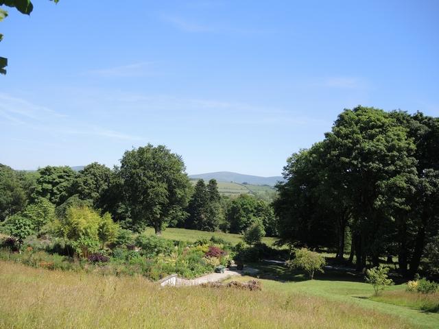 June Blake's Garden Blick auf die Wicklow Mountains