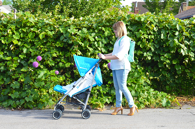 Summer stroller: an essential to add to your road trip checklist.