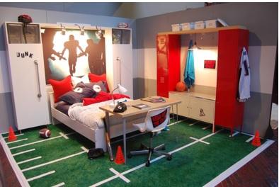 decoración de futbol americano en el dormitorio, dormitorio decorado con futbol americano