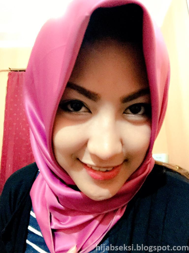 Model Hijab nyepong di mobil   Hijab Seksi