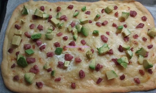 pizza bacon e avocado