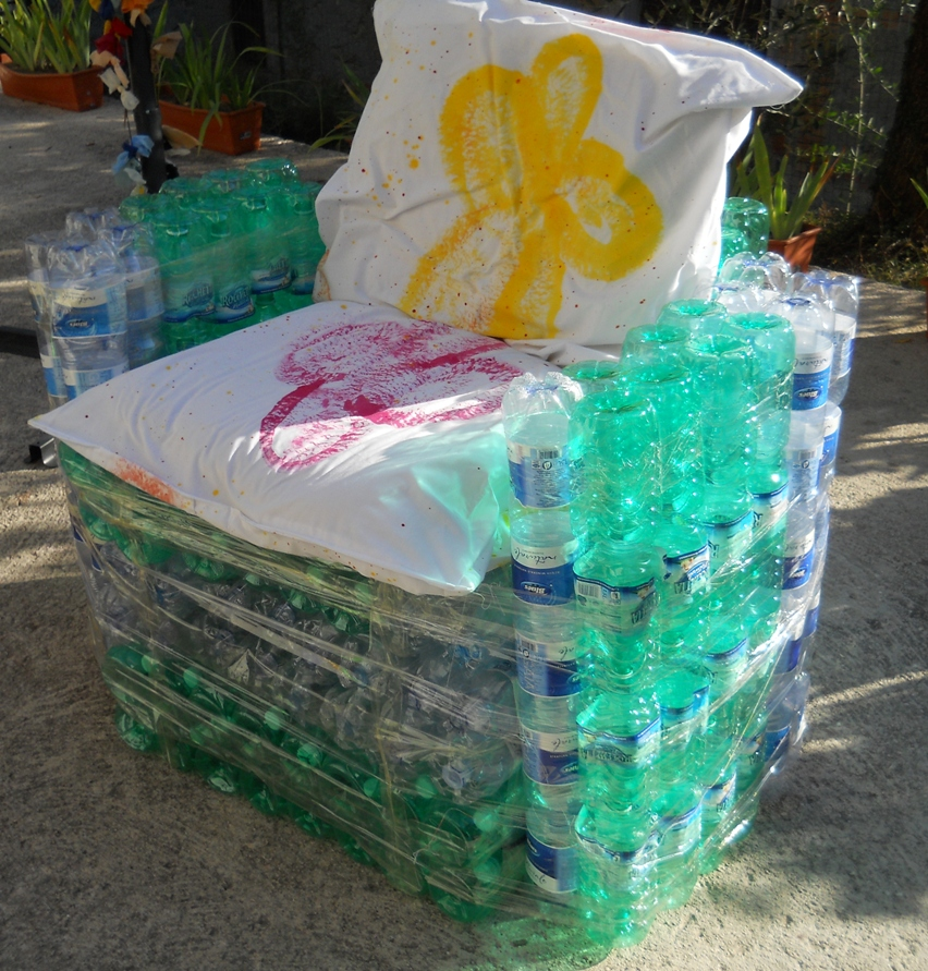 Poltrona Bottiglie Di Plastica.Riciclo Tutorial Per La Poltrona Con Le Bottiglie Di Plastica