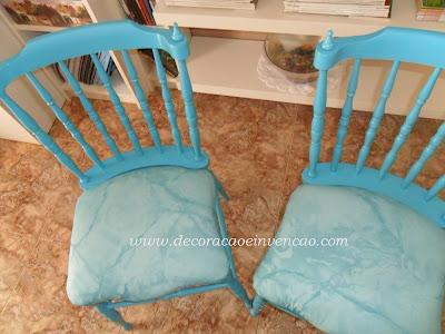 cadeira pintada de turquesa