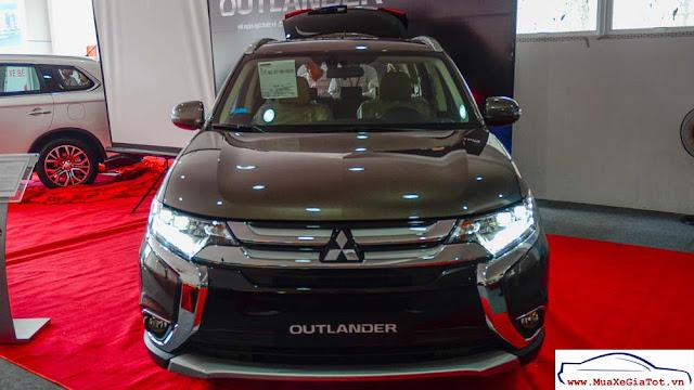 So sánh Toyota Innova V và Mitsubishi Outlander 2.0CVT tại Việt Nam