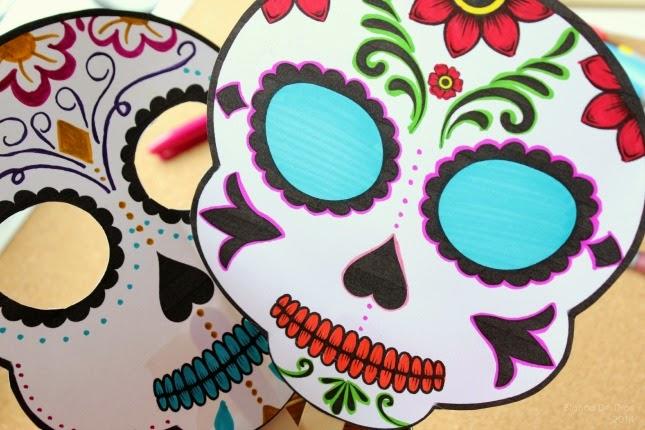 Máscara De Calaveras De Azúcar Para El Día De Muertos Una Mexicana