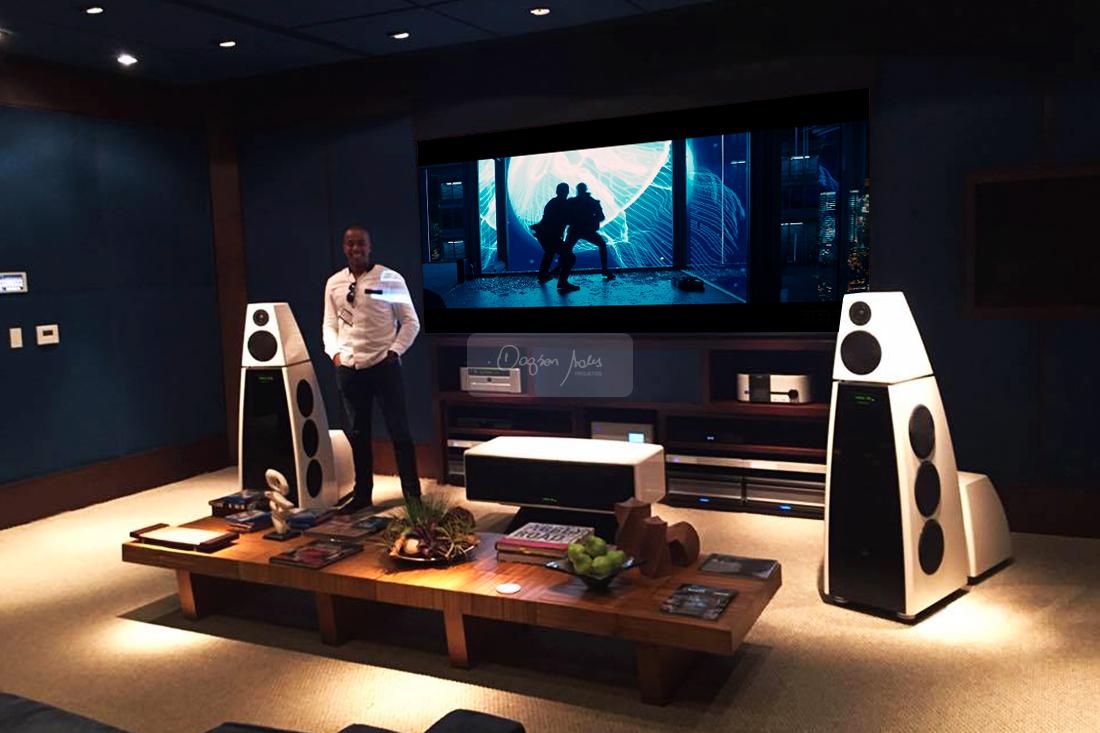 Ao visitar a Som Maior, Dagson Sales teve a oportunidade de testar as caixas Meridian Audio na sala Carnegie Hall