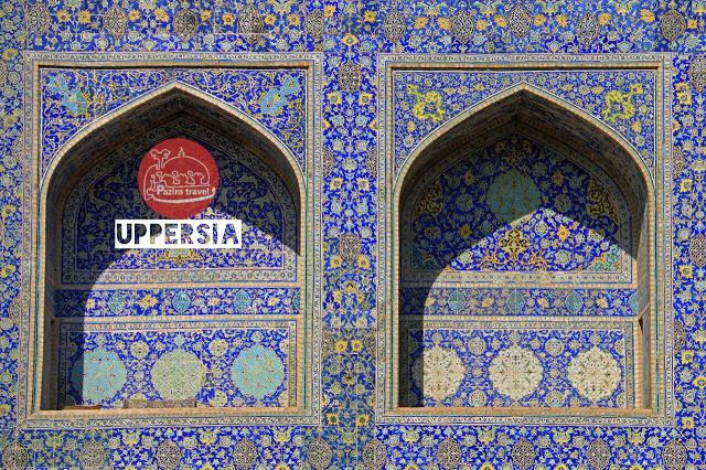 trabajo de azulejo en una mezquita persa