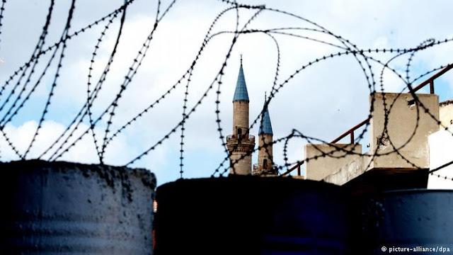 Χτυπήματα κάτω από τη μέση στο Κυπριακό