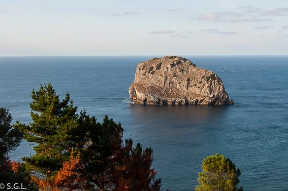 Vistas desde San Juan de Gastelugatxe. Una ermita en el mar, San Juan de Gastelugatxe