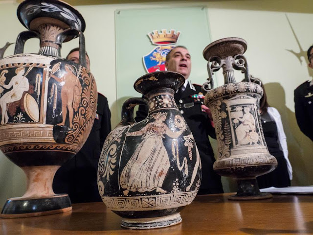 Italian police bust gang of antiquities thieves