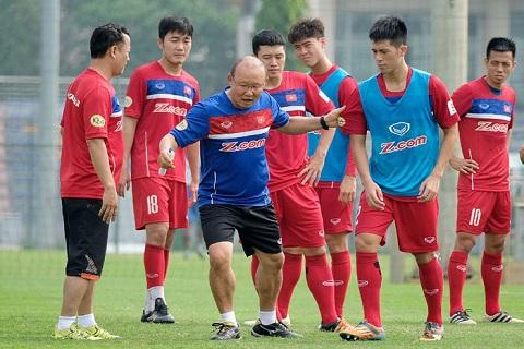 HLV Park Hang Seo cùng đội tuyển Việt Nam chuẩn bị cho AFF Cup 2018