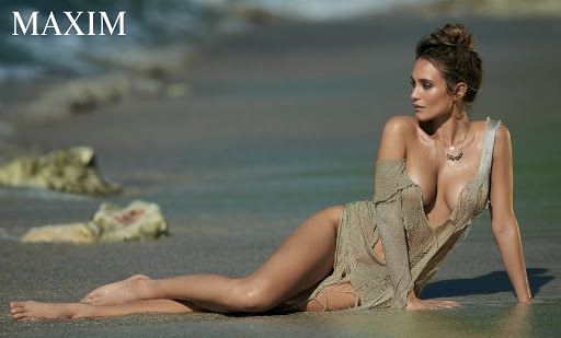 hannah davis topless model photo shoot maxim magazine