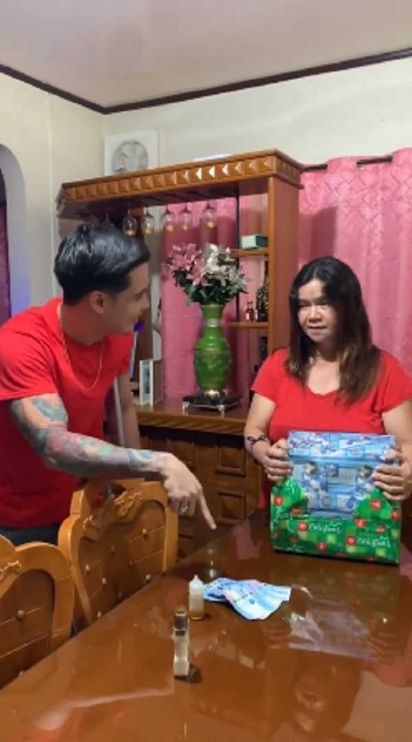 Son surprises mom with impressive gift in 'Kwarta o Kahon' game for Christmas