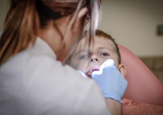 Penyebab Sakit Gigi Berlubang Karena Ulat Gigi? Benarkah?