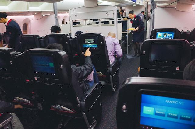 日本航空 JL004 機内|プレミアム・エコノミー(Premium Economy)