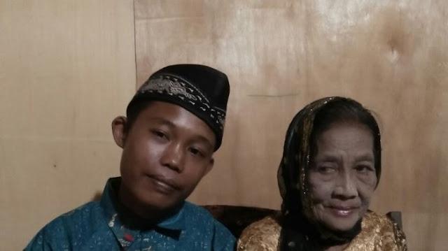 Heboh! Pemuda Baturaja Ini Nikahi Seorang Nenek 71 Tahun