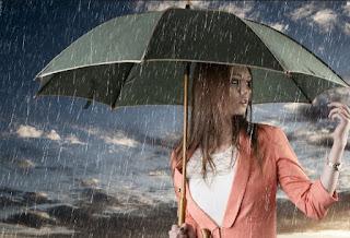 Gambar Wanita Cantik Patung Hitamm Saat Hujan Deras Wallpaper HD