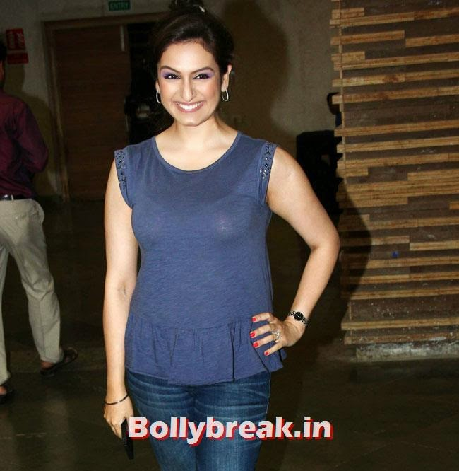 Akriti Kakkar, Beautiful Bhagyashree, Gauhar, Tara, Perizad, Divya at Cancer Fundraiser Fashion Show