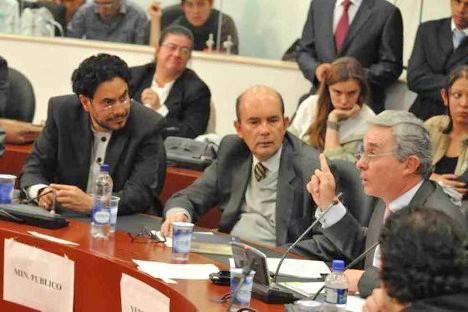@IvanCepedaCast: El fantasma mediático y la resistencia civil de Uribe
