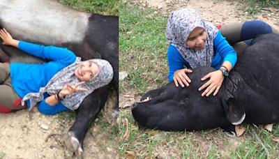 Inilah Alasan Netizen Ramai Mengecam Foto Mesra Wanita Bersama Tapir, Sebarkan