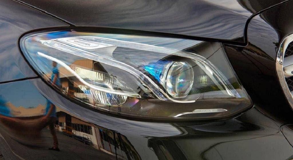 Mercedes E250 2019 được trang bị Hệ thống đèn chiếu sáng MULTI-BEAM LED thiết kế sắc nét, góc cạnh